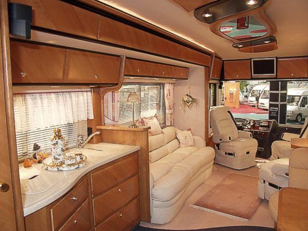 wohnwagen die neue luxusklasse f rs reisen smart home. Black Bedroom Furniture Sets. Home Design Ideas